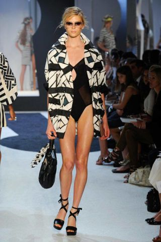 Clothing, Leg, Fashion show, Human leg, Shoulder, Joint, Runway, Fashion model, Style, Thigh,