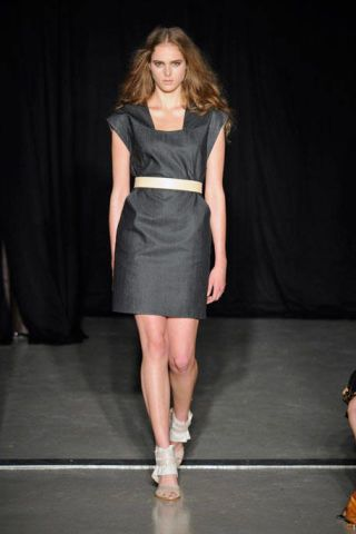 Hairstyle, Shoulder, Human leg, Dress, Fashion show, Joint, Style, Fashion model, Runway, Waist,