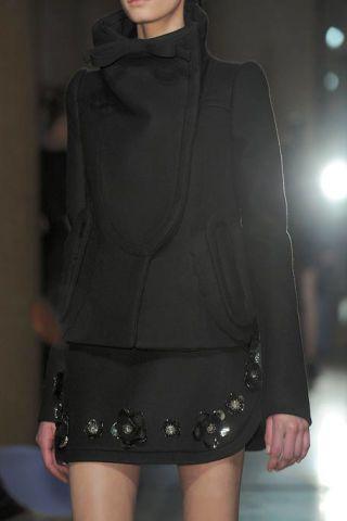 Sleeve, Shoulder, Textile, Standing, Joint, Fashion, Neck, Waist, Black, Thigh,