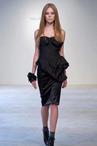 Clothing, Footwear, Leg, Human body, Dress, Shoulder, Human leg, Joint, Fashion model, Style,