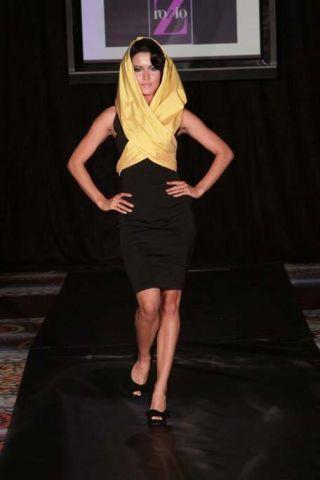 Leg, Brown, Human leg, Shoulder, Shoe, Photograph, Joint, Style, Knee, Flooring,
