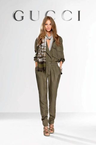 Brown, Sleeve, Shoulder, Joint, Outerwear, Style, Fashion show, Fashion model, Blazer, Fashion,