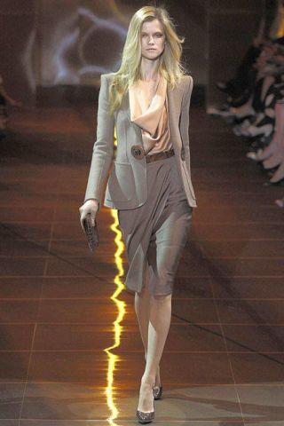 Footwear, Human body, Shoulder, Human leg, Joint, Fashion show, Style, Fashion model, Waist, High heels,