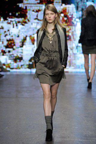 Clothing, Footwear, Leg, Event, Fashion show, Shoulder, Joint, Outerwear, Human leg, Runway,