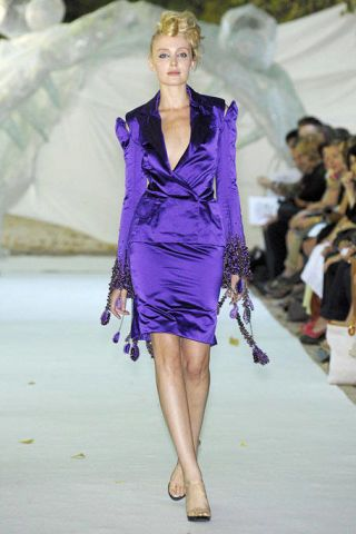 Hairstyle, Fashion show, Dress, Shoulder, Runway, Joint, Fashion model, Style, One-piece garment, Fashion,
