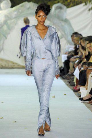 Footwear, Fashion show, Runway, Style, Fashion model, Fashion, Model, Fashion design, Street fashion, Spring,