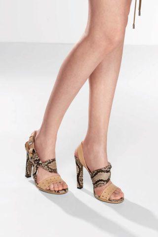 Footwear, Leg, Toe, Brown, Human leg, Skin, Shoe, Photograph, Joint, Sandal,