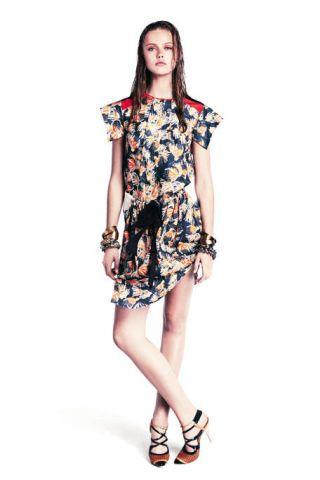 Sleeve, Dress, Shoulder, Human leg, Joint, One-piece garment, White, Standing, Style, Pattern,