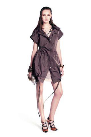 Leg, Sleeve, Human leg, Shoulder, Dress, Joint, One-piece garment, Style, Formal wear, Day dress,