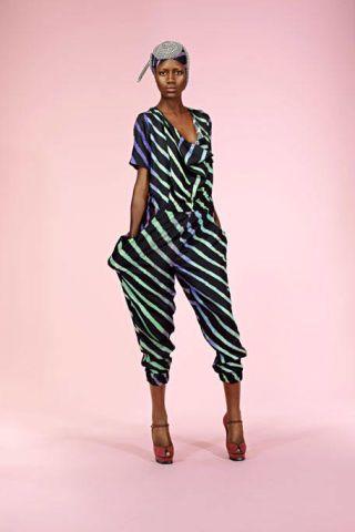 Clothing, Sleeve, Shoulder, Human leg, Standing, Joint, Style, Knee, Fashion model, Street fashion,