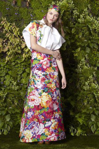 Textile, Headpiece, Street fashion, Day dress, Hair accessory, One-piece garment, Pattern, Vintage clothing, Headband,