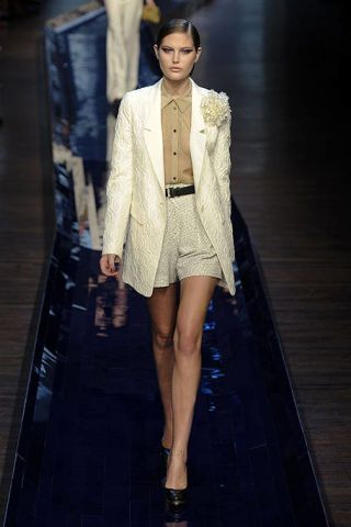 Clothing, Fashion show, Human leg, Outerwear, Runway, Fashion model, Style, Dress, Fashion, Blazer,