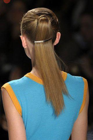Hair, Ear, Hairstyle, Shoulder, Mammal, Style, Beauty, Sleeveless shirt, Long hair, Fashion,