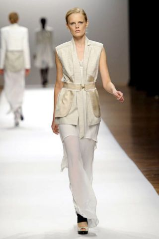 Fashion show, Sleeve, Shoulder, Runway, Joint, Outerwear, White, Standing, Fashion model, Style,