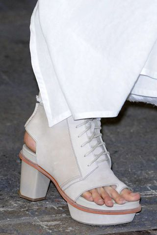 Joint, White, Fashion, Foot, Toe, Grey, Beige, Ankle, Fashion design, Sandal,