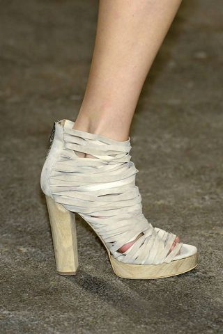 Footwear, Green, Human leg, Joint, White, High heels, Fashion, Grey, Tan, Foot,