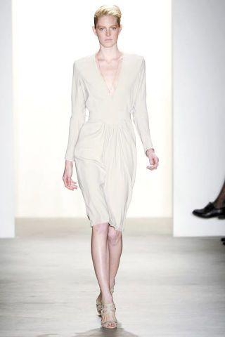 Sleeve, Shoulder, Human leg, Fashion show, Joint, Style, Runway, Fashion model, Dress, Waist,