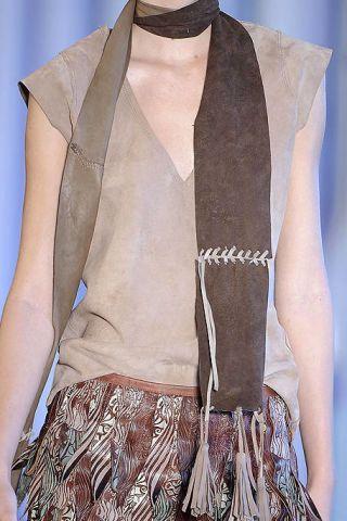 Sleeve, Collar, Textile, Formal wear, Pattern, Fashion, Neck, Blazer, Beige, Fashion design,