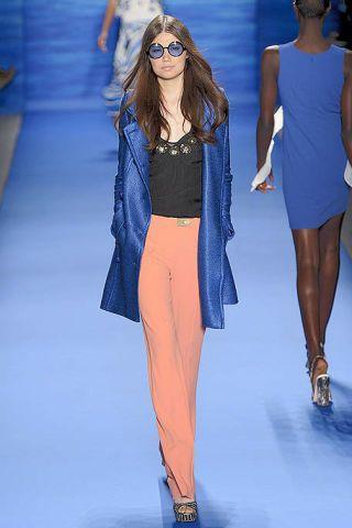 Clothing, Eyewear, Blue, Shoulder, Joint, Outerwear, Human leg, Style, Electric blue, Fashion show,