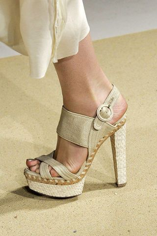 Footwear, Human leg, High heels, Joint, Shoe, White, Sandal, Pink, Foot, Khaki,