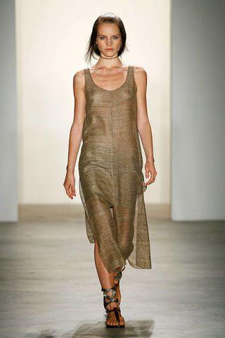 Brown, Human body, Shoulder, Human leg, Dress, Joint, One-piece garment, Style, Fashion model, Fashion show,