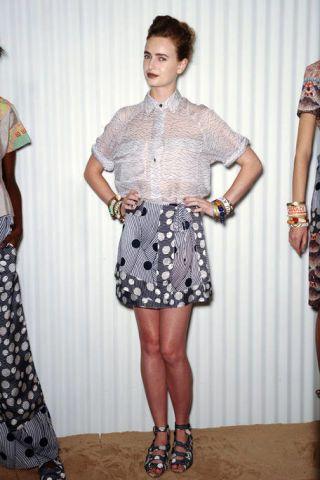 Clothing, Pattern, Textile, Style, Collar, Fashion, Waist, Plaid, Street fashion, Grey,