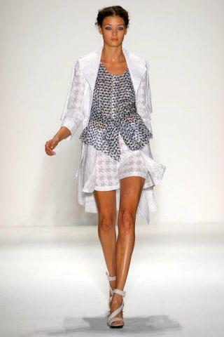 Clothing, Sleeve, Fashion show, Shoulder, Human leg, Textile, Joint, Fashion model, Style, Runway,
