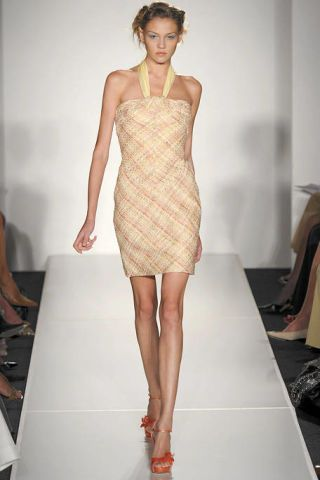 Leg, Hairstyle, Human leg, Shoulder, Fashion show, Joint, Fashion model, Runway, Style, One-piece garment,