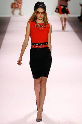 Clothing, Leg, Fashion show, Shoulder, Human leg, Joint, Fashion model, White, Runway, Waist,