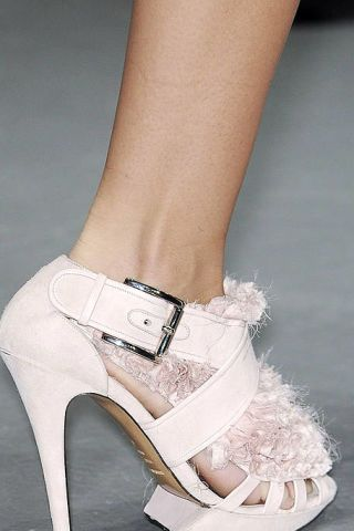 Footwear, High heels, Joint, White, Human leg, Sandal, Style, Fashion accessory, Fashion, Black,