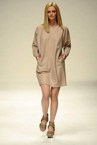 Clothing, Leg, Brown, Human leg, Sleeve, Shoulder, Fashion show, Joint, Dress, Runway,