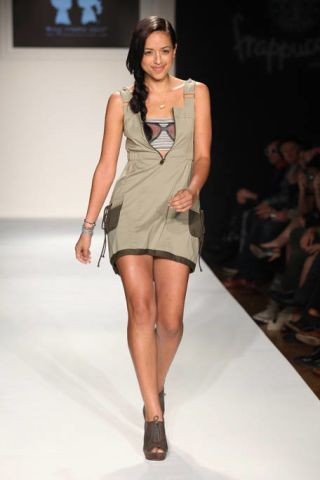 Clothing, Leg, Brown, Hairstyle, Skin, Human leg, Fashion show, Shoulder, Joint, Runway,