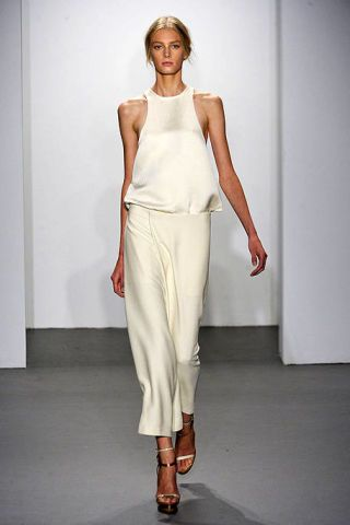 Clothing, Human body, Shoulder, Textile, Human leg, Joint, Fashion show, Style, Fashion model, Fashion,