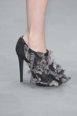 Human leg, Joint, Style, Fashion, Black, Grey, Foot, Calf, Sandal, Silver,