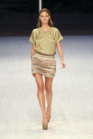 Clothing, Leg, Brown, Sleeve, Human leg, Human body, Shoulder, Joint, Fashion show, Waist,