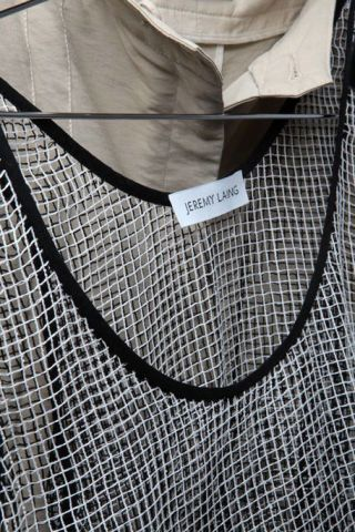Collar, Dress shirt, Pattern, Grey, Black-and-white, Silver, Pocket, Pattern, Button, Knot,