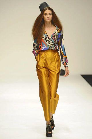 Clothing, Brown, Fashion show, Shoulder, Joint, Runway, Style, Waist, Fashion model, Fashion,