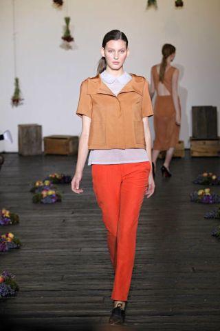Leg, Brown, Sleeve, Shoulder, Textile, Photograph, Joint, Human leg, Standing, White,