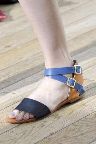 Human leg, Toe, Joint, Style, Foot, Fashion, Tan, Beige, Ankle, Close-up,