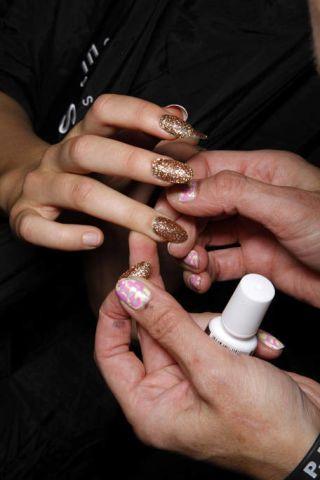 Finger, Skin, Hand, Nail, Wrist, Thumb, Cup, Gesture,
