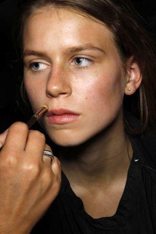 Finger, Lip, Cheek, Hairstyle, Skin, Chin, Forehead, Eyebrow, Eyelash, Beauty,