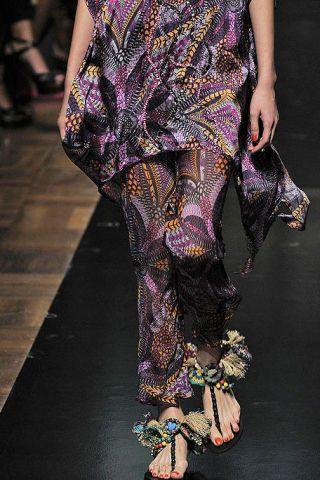 Joint, Style, Purple, Fashion, One-piece garment, Design, Fashion design, Ankle, Fashion model, Visual arts,