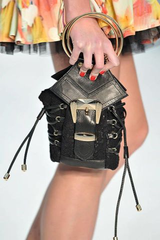 Joint, Technology, Waist, Cable, Bag, Bracelet, Leather, Strap, Wire, Folk instrument,