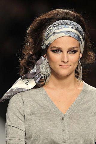 Eyebrow, Style, Eyelash, Headgear, Beauty, Fashion, Hair accessory, Headpiece, Flash photography, Makeover,