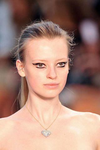 Hair, Ear, Nose, Lip, Cheek, Hairstyle, Skin, Chin, Forehead, Shoulder,
