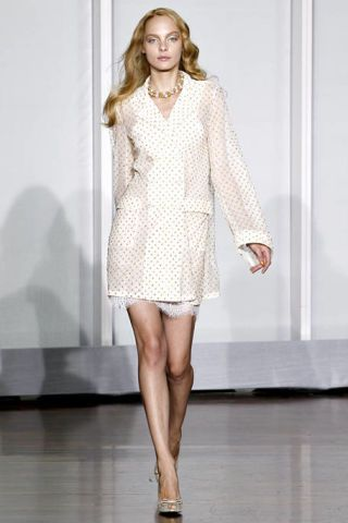 Sleeve, Human leg, Shoulder, Collar, Joint, Dress, Style, Formal wear, Fashion model, Knee,