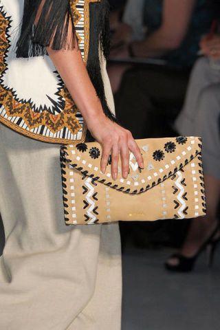 Fashion accessory, Bag, Fashion, Pattern, Shoulder bag, Beige, Street fashion, Tradition, Fashion design, Natural material,