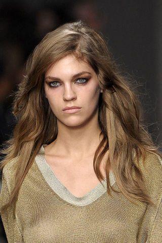 Clothing, Lip, Hairstyle, Eye, Chin, Forehead, Shoulder, Eyebrow, Eyelash, Style,