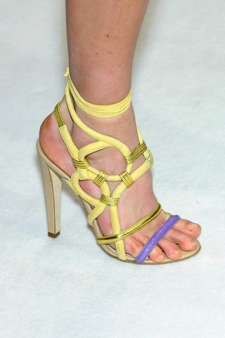 Leg, Human leg, Toe, Joint, Sandal, Foot, Fashion, Tan, Beige, Ankle,