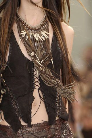 Hairstyle, Style, Fashion accessory, Costume accessory, Fashion, Beauty, Long hair, Body jewelry, Neck, Black,